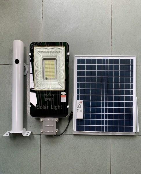 Bộ Đèn Phố 100W Nhôm Nguyên Khối Năng Lượng Mặt Trời Sáng Trắng. Sản phẩm sử dụng 100% năng lượng mặt trời. Chống nước tiêu chuẩn IP65
