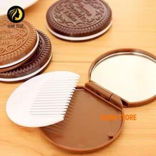 Gương mini cầm tay, gương soi trang điểm kèm lược hình chiếc bánh quy bằng nhựa kiểu dáng độc lạ, gọn gàng và tiện sử dụng thumbnail