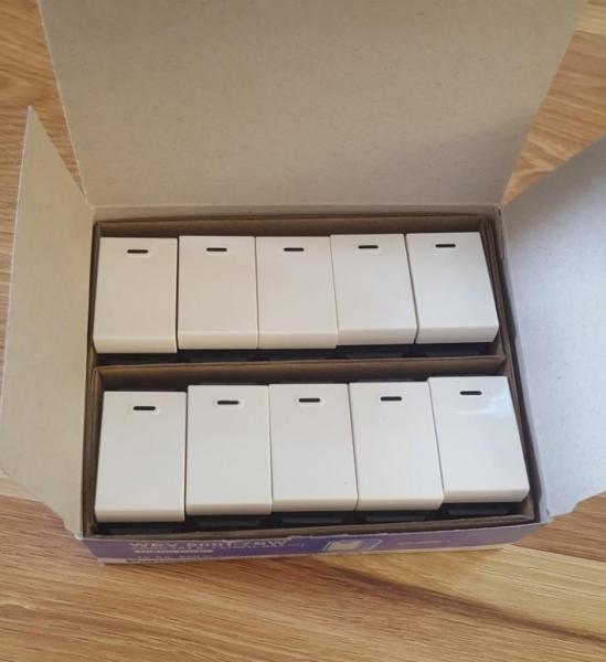 Hộp 10 hạt công tắc 1 chiều Panasonic hạt to Wide WEV5001-7SW