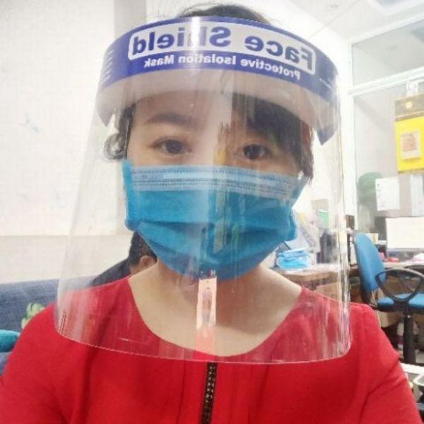 Giá bán Kính che mặt, kính phòng dịch loại tốt