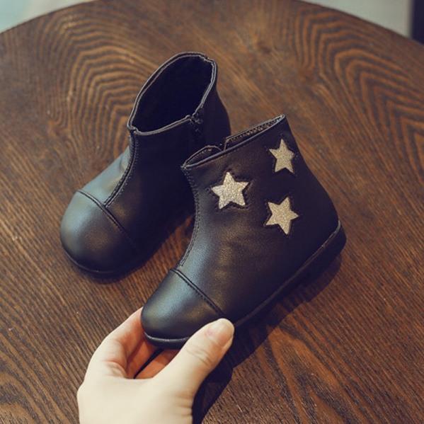 giầy bốt sao bé gái chất da mềm khóa sườn bên cạnh ngôi sao lấp lánh đính kim sa ,bên trong chất nỉ rất ấm giá rẻ
