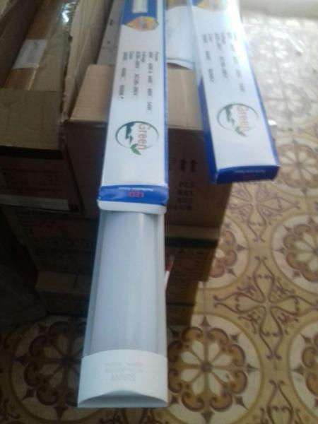 Bộ  đèn led Tuýp bán nguyệt 20w-0.6 mét