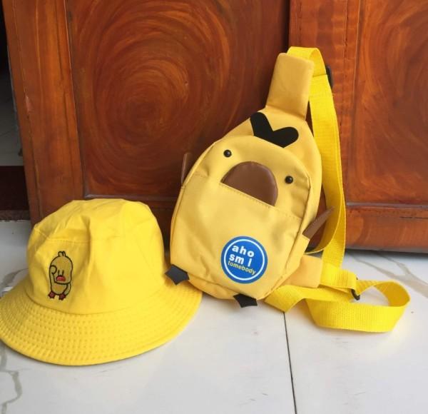 [HCM]Set Túi đeo chéo tặng kèm nón vịt có tiếng kêu cho bé 1-8 tuổi