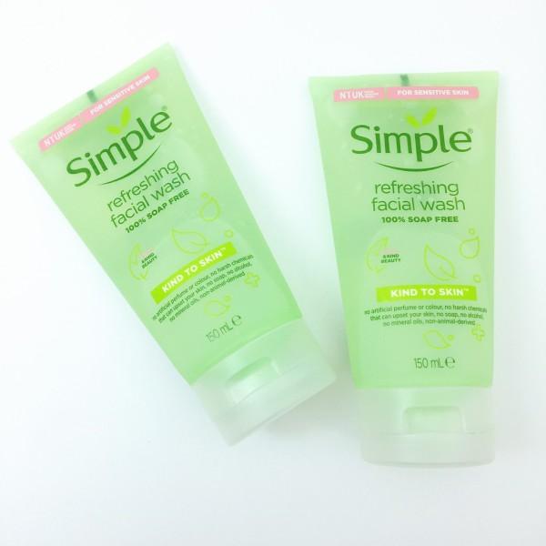 Sữa rửa mặt Simple giúp da sạch thoáng & không chứa xà phòng 150ml giá rẻ