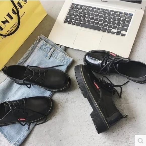 Giày nữ giày đế bệt nữ kiểu dáng Hàn Quốc; Kiểu dáng trẻ trung, năng động, các tính; Chất liệu da tổng hợp; Phù hợp với quần jean giá rẻ