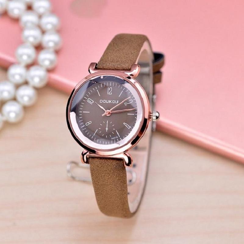 Nơi bán Đồng hồ nữ thời trang kiểu dáng thể thao nhiều màu DH01