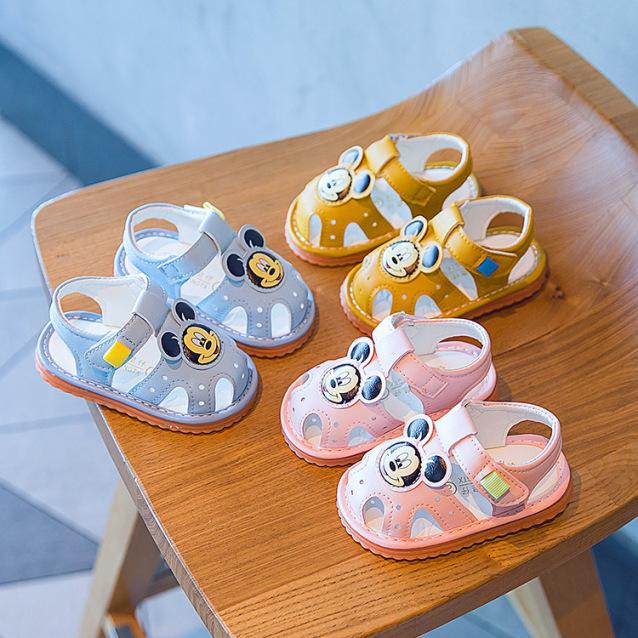 Giày tập đi - Sandal cho bé trai bé gái tập đi hình chuột Mickey đế mềm chống trơn trượt, phát tiếng kêu G33 giá rẻ