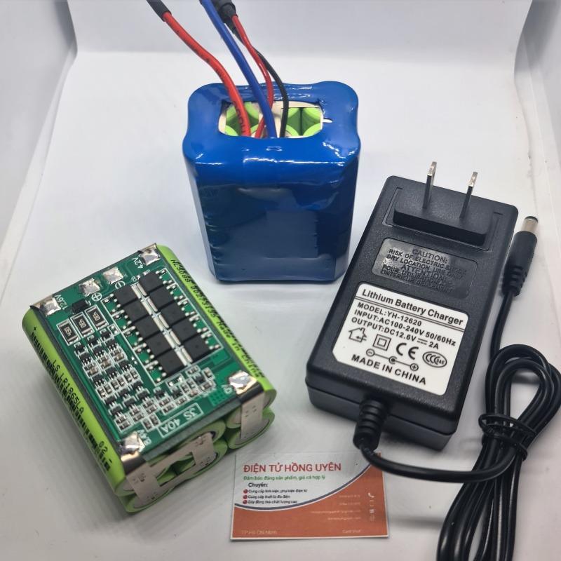 Khối pin Lithium 12.6V - 4AH. Tặng kèm sạc nhanh 3S 12.6v - 2A. Khối pin được đóng từ 6 cell pin 18650 Lishen xanh mới 100% + mạch bảo vệ sạc xả 3S 40A. Khối pin 3S dùng cho máy khoan và các thiết bị 12V khác