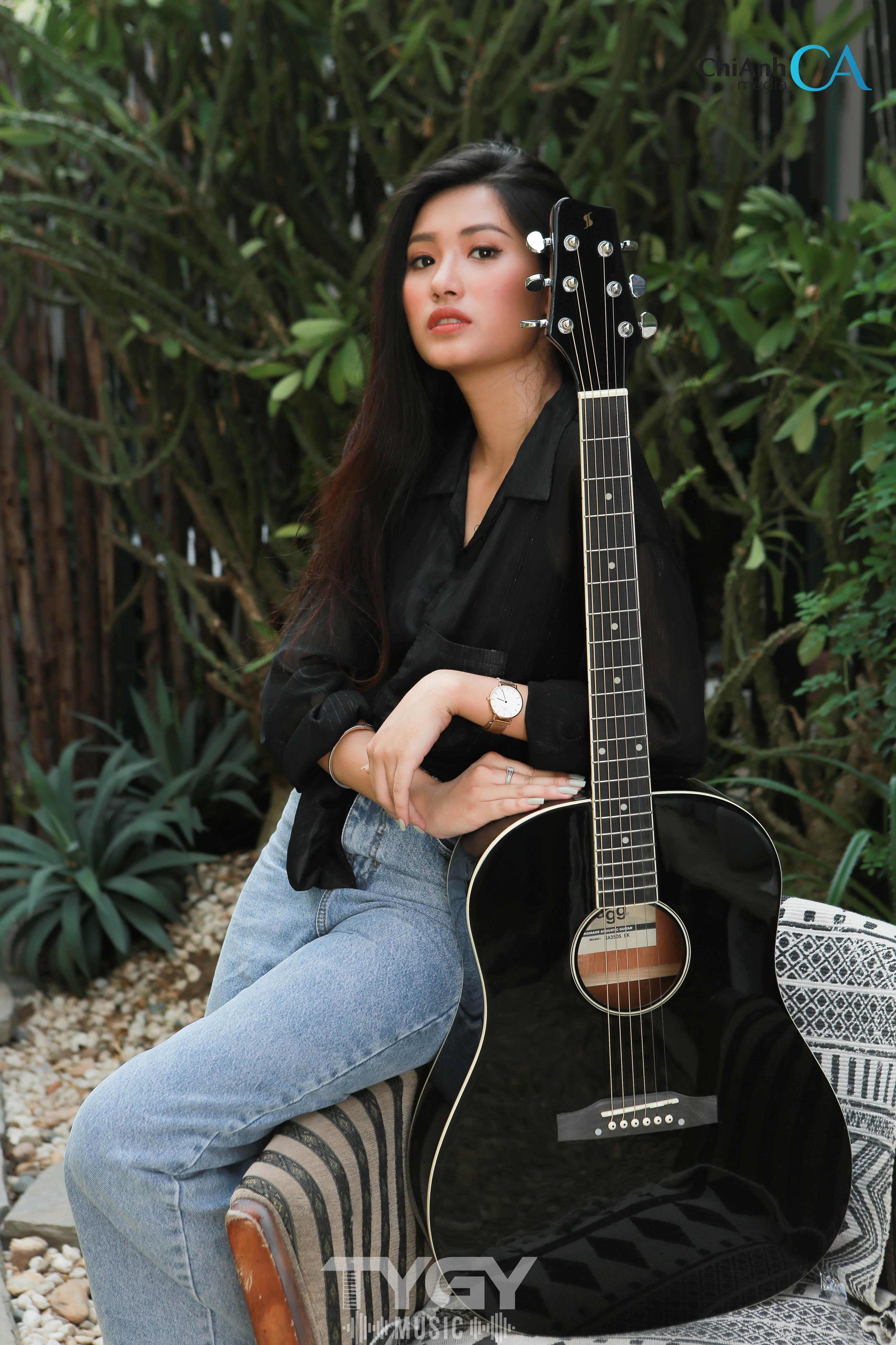 Đàn Guitar Acoustic Stagg SA35 DS-BK Tặng Bao Da, Capo, Pic, Ty Chỉnh Cần Đang Có Ưu Đãi