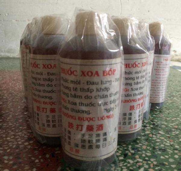 Combo 3 chai Dung dịch xoa bóp gia truyền người Hoa : đau lưng, nhức mỏi, phong tê thấp khớp, chấn thương do thể thao cao cấp