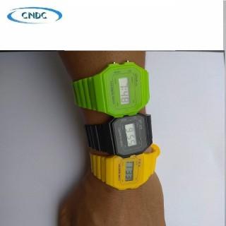 Đồng hồ nữ điện tử kiểu dáng thể thao nhiều màu thời trang hình tự chụp cực đẹp thumbnail