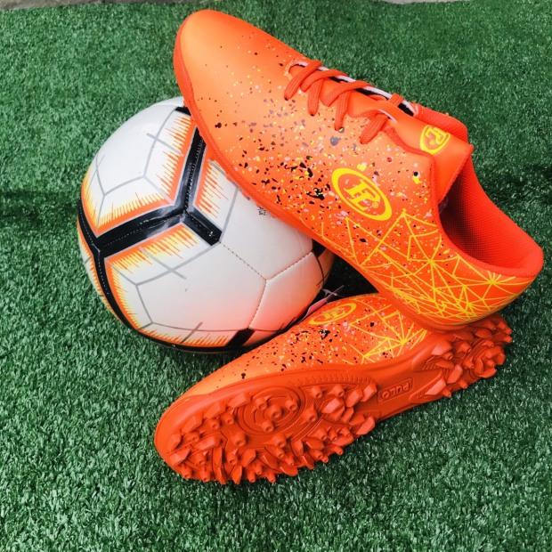 Giày đá banh,giày đá bóng thể thao,chuyên đá sân cỏ nhân tạo,sân các,sân đất sân si măng giá rẻ