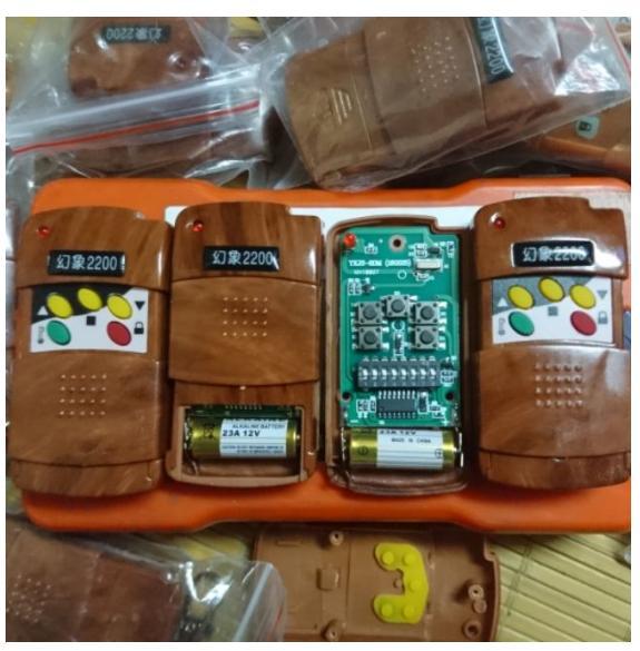 Remote điều khiển 5 nút 2200 mã gạt 8 số