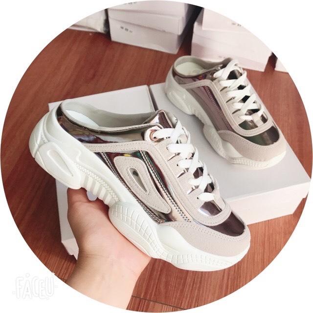 Giày sục thể thao màu bạc và hồng cực hot