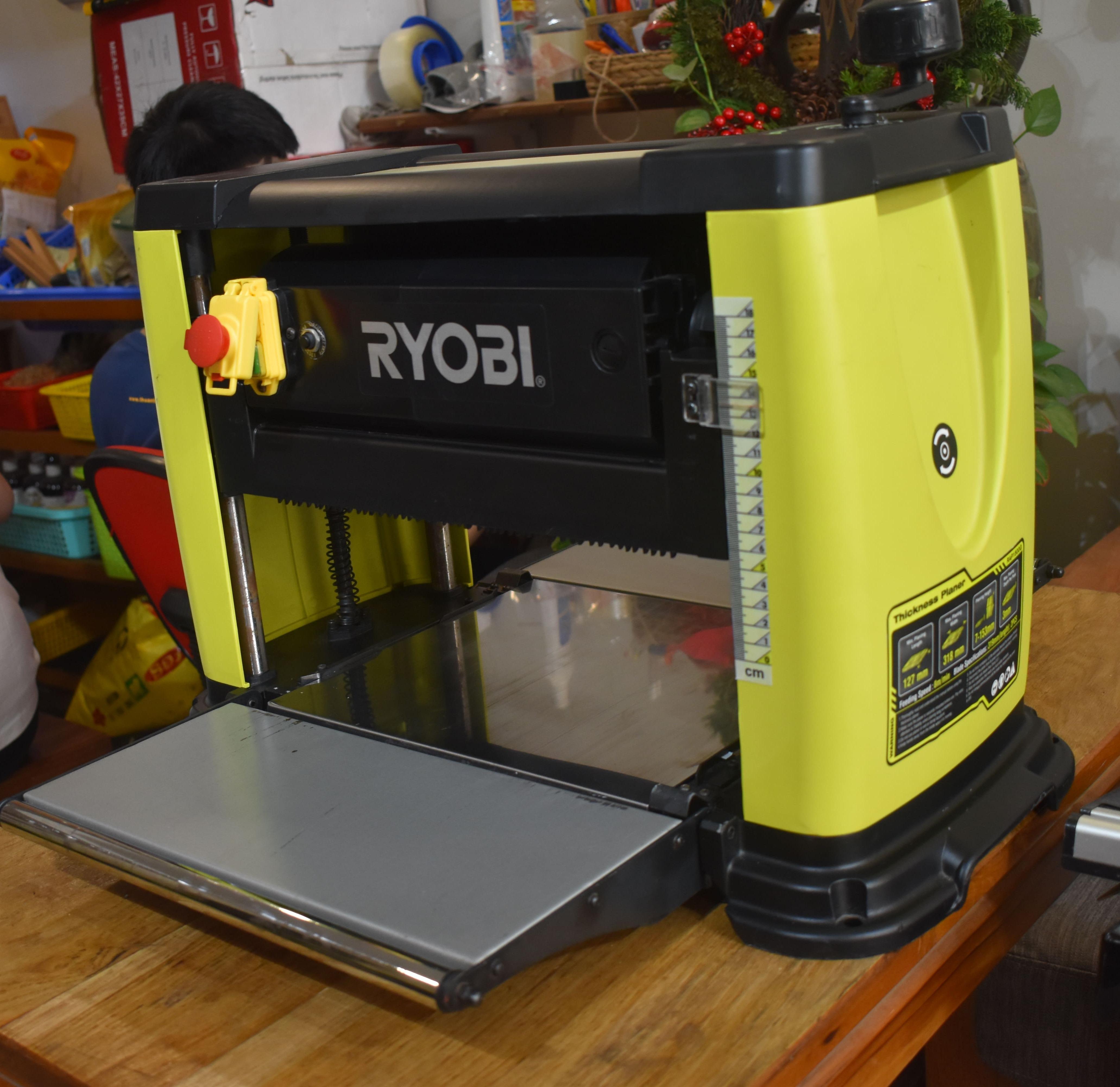 Bào cuốn Ryobi RAP150G đồng giá 6490K