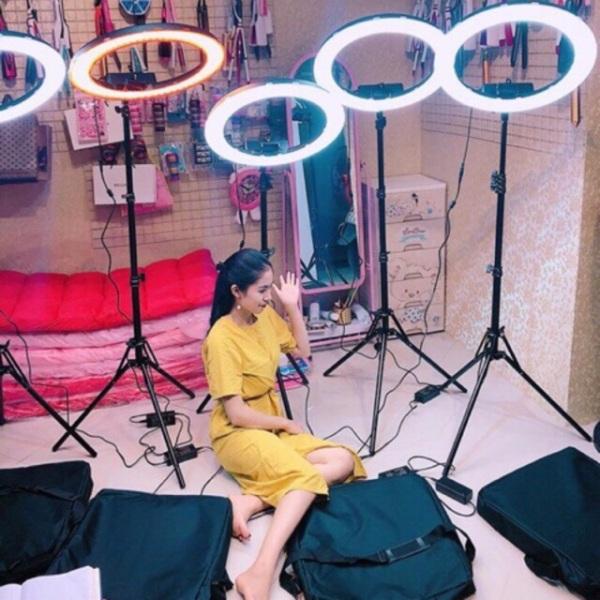 Bảng giá [JUNIE SHOP XẢ KHO LỚN SALE 50%] Mua Đèn Led LiveStream, Đèn Led LiveStream Loại Lớn, Chụp Hình Sản Phẩm, Đèn Led Hỗ Trợ LiveStream - Trang Điểm - Size 26cm, Đèn LED Thần Thánh make up - Live Stream, Đèn Sieu Sáng, Sieu Bền , Sale 50%