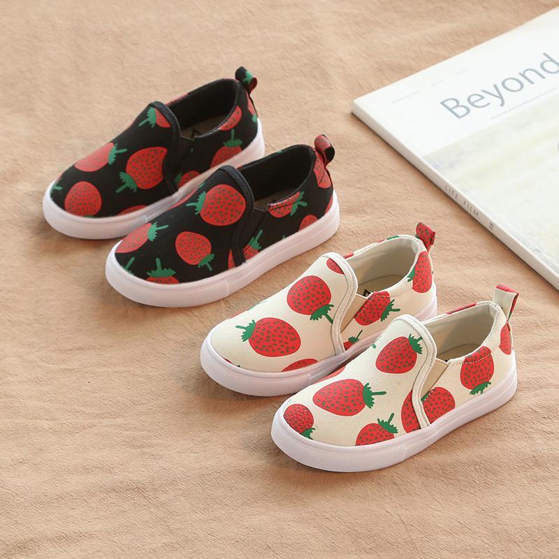 Giá bán Giày lười bé gái giày slip on hình trái dâu siêu dễ thương