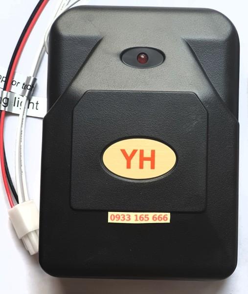Hộp nhận điều khiển cửa cuốn tự động không có tay điều khiển YH tần số 433mhz 8 mã gạt như hình có giắc tự ngắt và còi