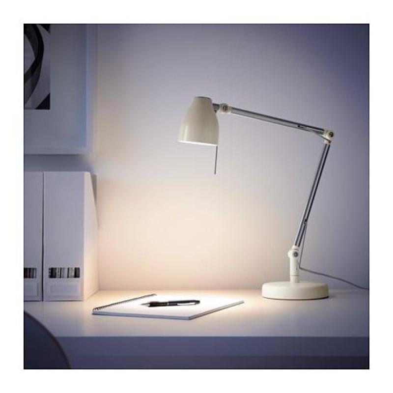 Đèn bàn làm việc IKEA TRAL