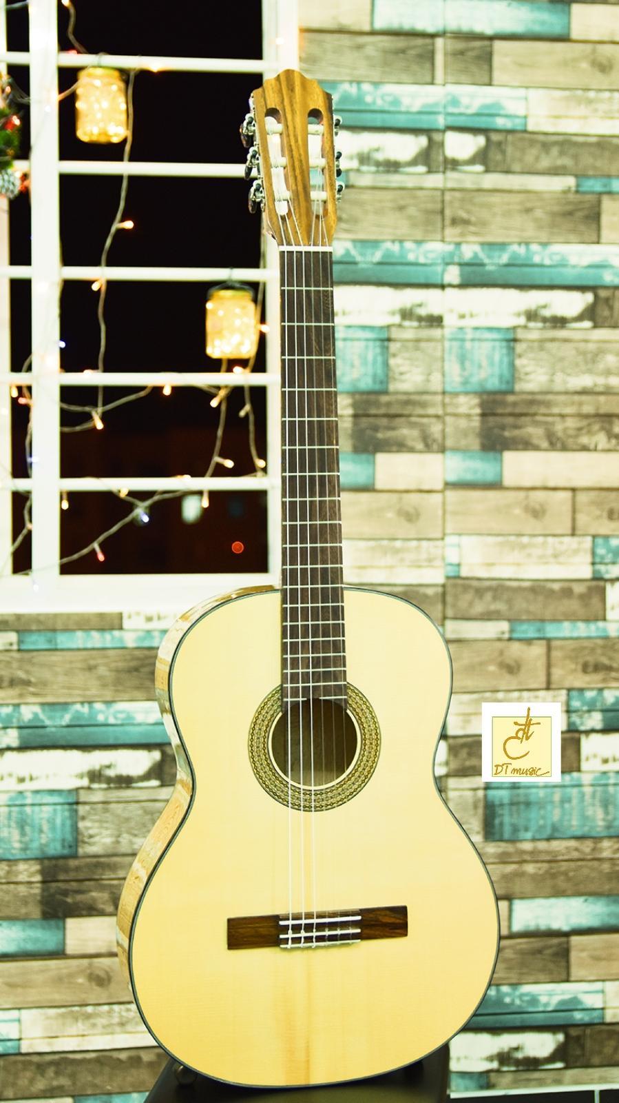 Đàn Guitar Classic   Gỗ Sồi (nguyên miếng)   Guitar Việt   DT-C30   Tặng kèm bao da và phụ kiện