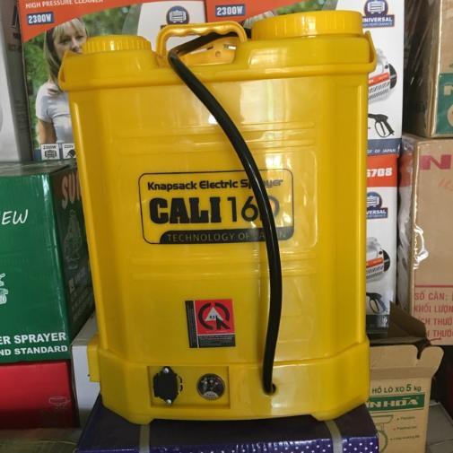 Bình xịt nước tưới cây bằng điện mini Cali 16, đeo vai Dung tích 16L, Ác quy 12V/8AH, Bơm 100 PSI, sử dụng tay bóp nhựa
