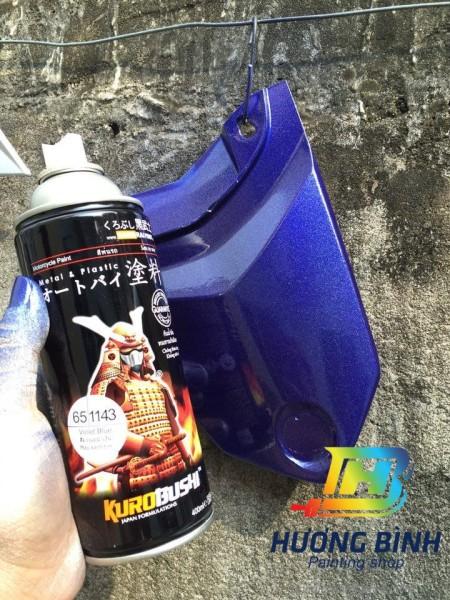 Sơn xịt Samurai màu Xanh Tím - 1143 (cần sử dụng với nền màu Bạc mới lên được màu chuẩn và đẹp)