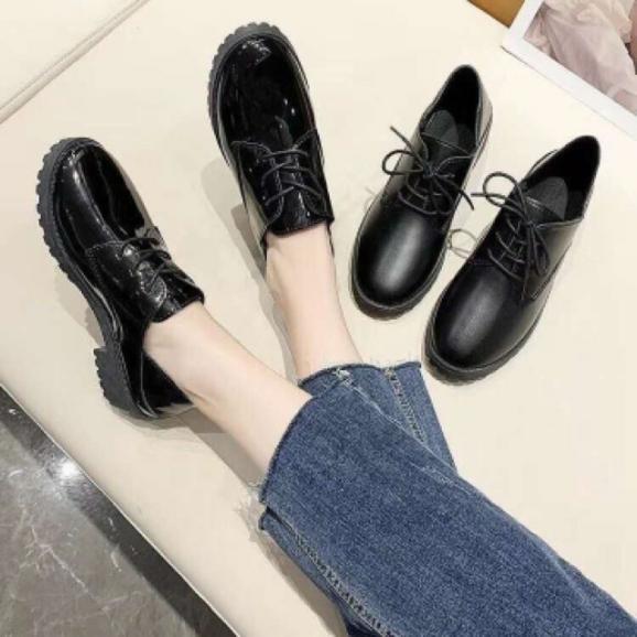 Giày thể thao, Giày boost thể thao nữ cổ thấp hàn quốc đế độn 5cm với 2 màu chủ đạo bóng lì sang trọng giá rẻ