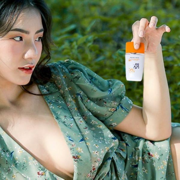 Kem chống nắng Eliza Helena UV50++ Thái Lan 30g