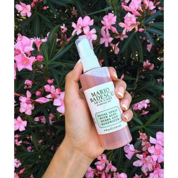 Toner xịt Mario Badescu Facial Spray Herbs & Rosewater (THẢO DƯỢC VÀ HOA HỒNG)
