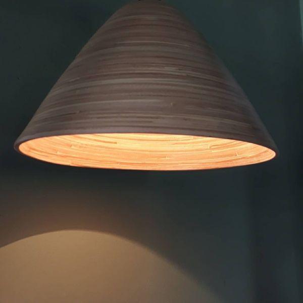 Chao đèn trang trí vân gỗ hình nón