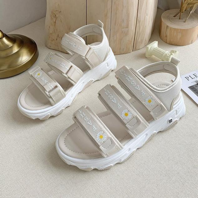 (3 MÀU) Sandal nữ thời trang cao cấp 3 quai ngang đế cao hoa cúc màu Kem trẻ trung cá tính giá rẻ