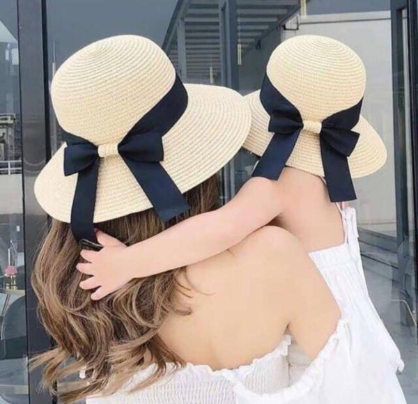 Set Mũ Cói Vành Cụp Nơ Đen Cho Mẹ & Bé