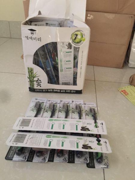 Hộp 30 cái bàn chải đánh răng Hàn Quốc làm từ than hoạt tính