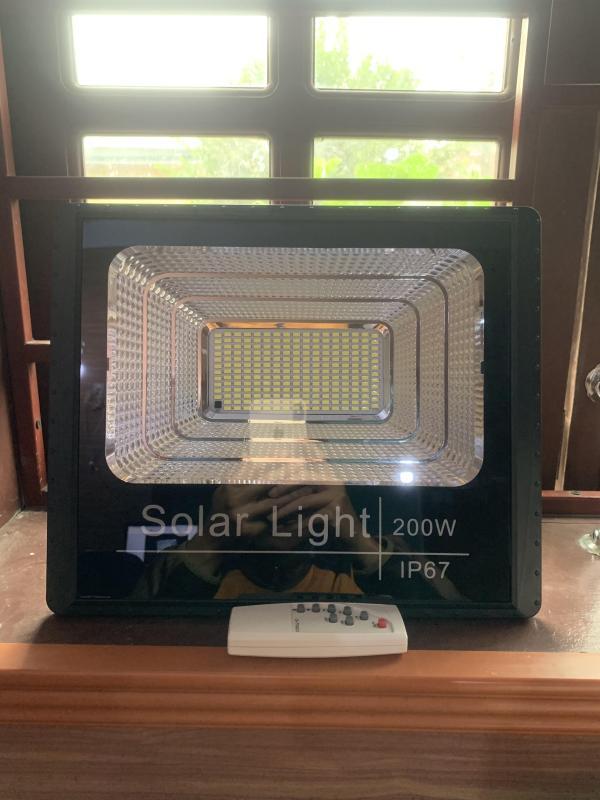 Bộ Đèn Năng Lượng Mặt Trời 200W (400 led)- Tự Động Bật Tắt Khi Trời Tối