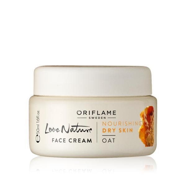 Kem dưỡng ẩm chứa chiết xuất yến mạch tự nhiên giúp làn da khô trở nên mềm mại, mịn màng hơn nhập khẩu