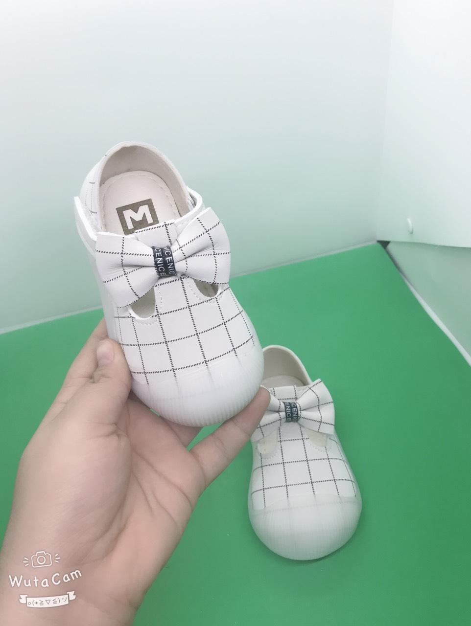 Giá bán giày nơ trắng kẻ cho bé gái 8-2 ttuổi ( M02)