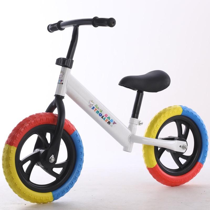 Mua Xe thăng bằng chòi chân Tặng kèm đồ bảo vệ, cho trẻ luôn được an toàn trong khi chơi và vận động thoải mải