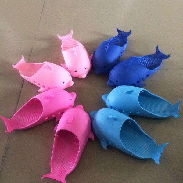 Giá bán Dép cá heo có sẵn  gửi hàng màu ngẫu nhiên (có 23-32 size)