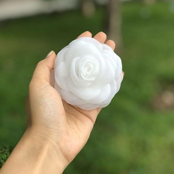 Hoa cài áo handmade bông hoa hồng voan trắng