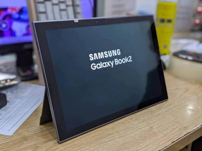 Máy tính bảng Samsung Galaxy Book 2 || Màn hình 12inch 2K - Ram 4/128GB || Pin sử dụng liên tục 15 tiếng (Màu xám) chính hãng