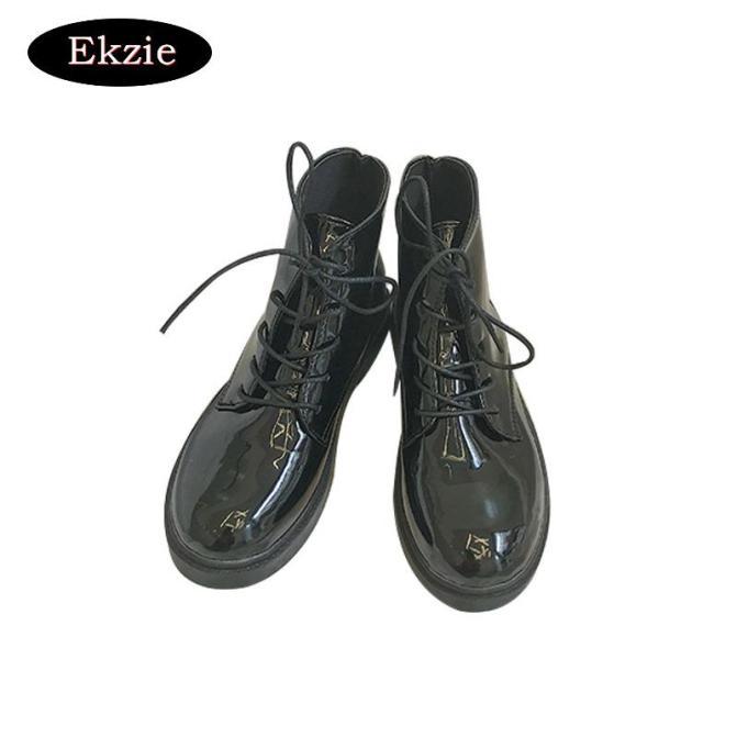 2021 mới màu đen xe máy Martin giày nữ phong cách Anh ren lên bằng sáng chế da dày gót chân cắt giữa giày không thấm nước của phụ nữ giá rẻ