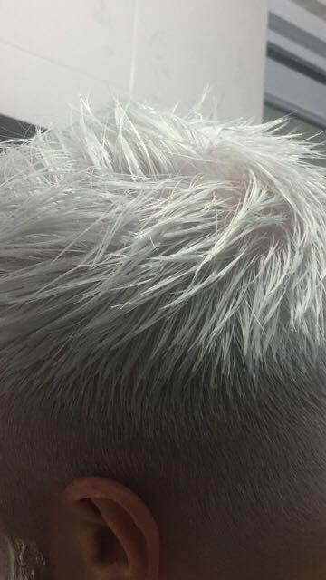Thuốc nhuộm tóc màu Bạch Kim kèm trợ oxy và gang tay nilon nhập khẩu