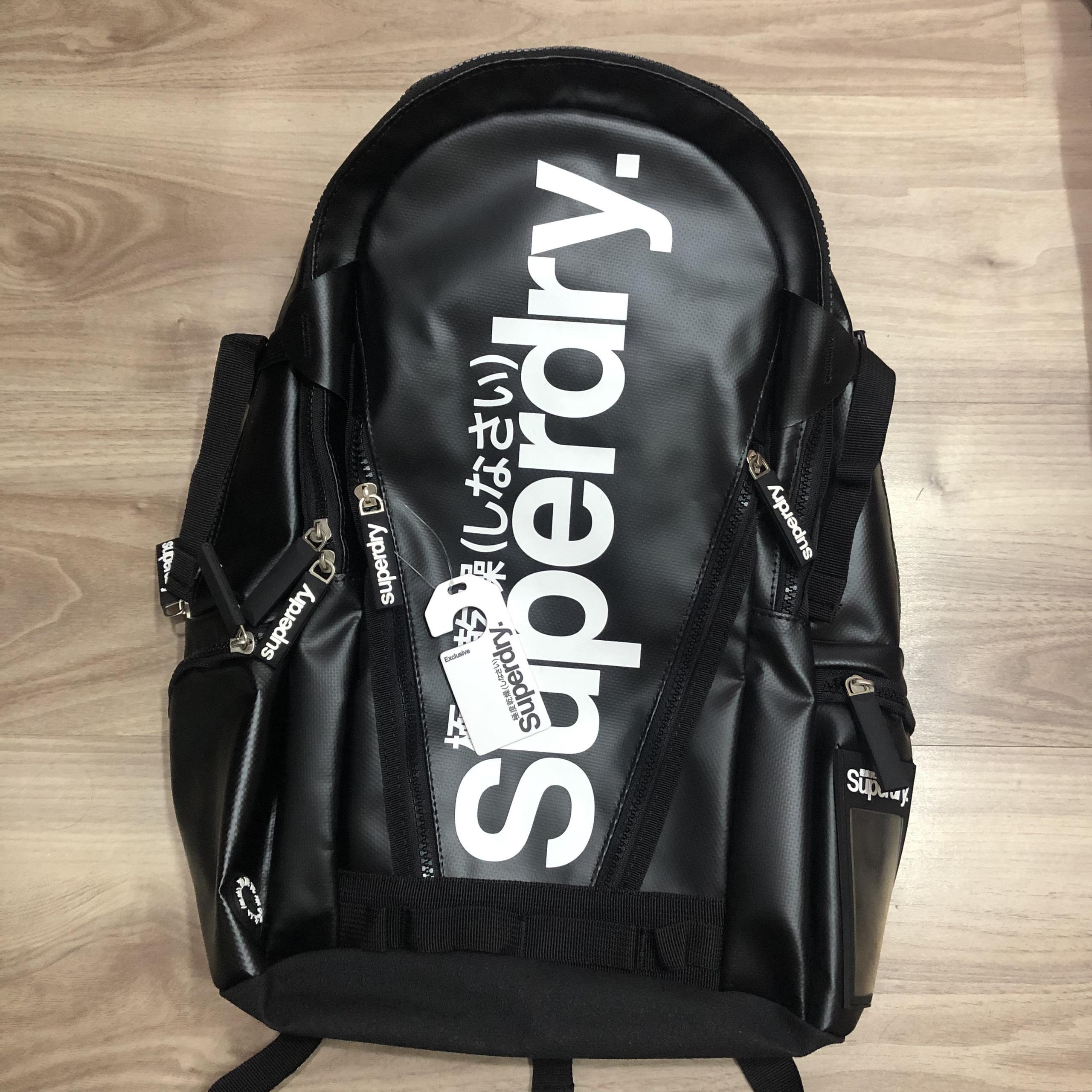 Balo Laptop Vải Chống Thấm Nước Superdry Classic Black Bất Ngờ Giảm Giá