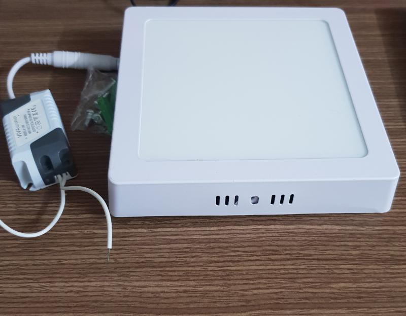 Đèn led ốp nổi 18w vuông ánh sáng trắng