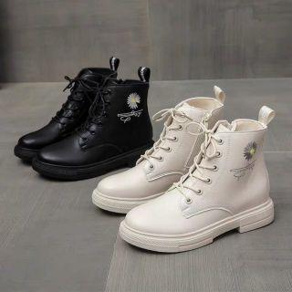 Giày ,Bốt cổ cao hoa cúc chữ ký,Bốt độn đế 3cm cho chị em phù hợp với mọi trong phục  và đặc biệt thoáng khí tránh hôi chân