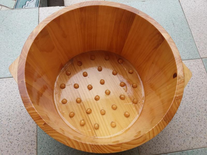 Chậu gỗ thông ngâm chân có hạt massage cao cấp