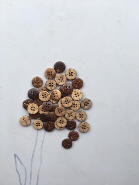 100 nút dừa 2 mặt nhiều mẫu để bạn chọn nút đường kính 1.2cm nút làm áo sơ mi trang trí...