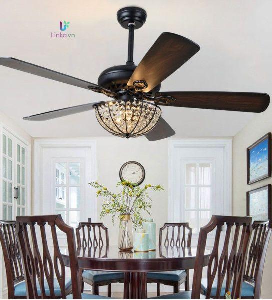 Quạt trần trang trí đèn chùm 05 cánh bằng gỗ màu nâu tân cổ điển QAT020