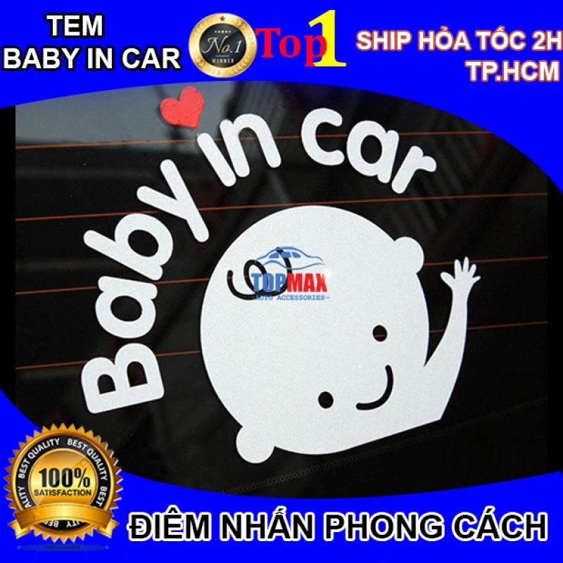 Tem BABY IN CAR dán phía sau và hai bên xe ô tô