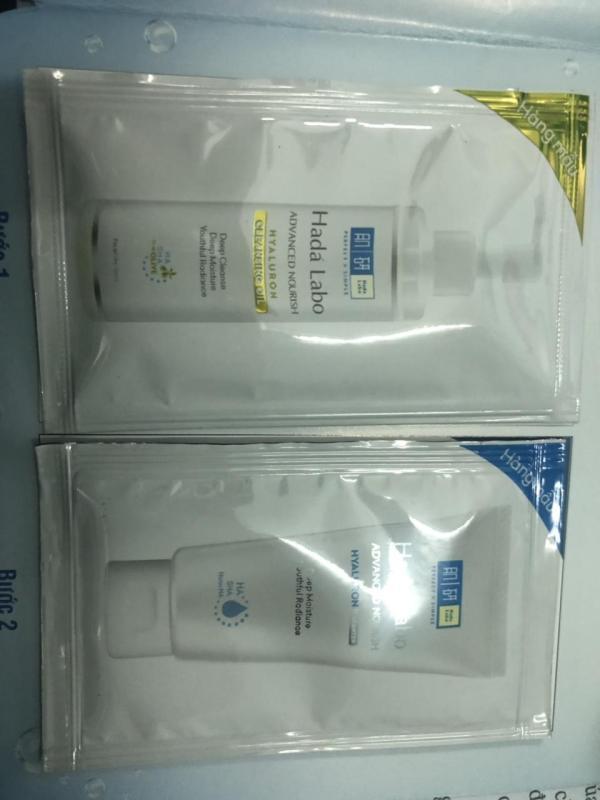 Set 20 sản phẩm Hada Labo bao gồm: 10 gói Dầu tẩy trang dưỡng ẩm (4ml/ gói)+ 10 gói Kem rửa mặt Hada Labo (3g/ gói)+ túi đựng mỹ phẩm cầm tay